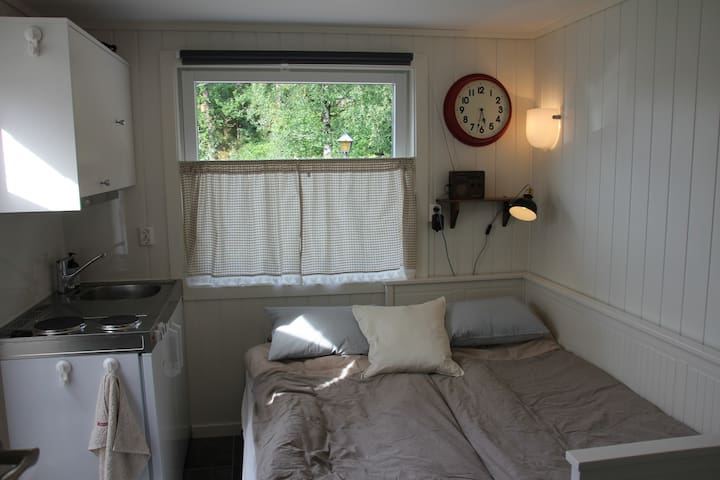Self-contained apartment close to the beach! - Sandefjord - Bungalow