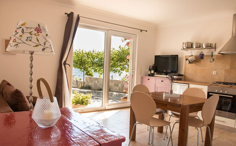 WINDSURFING  WATERFRONT APARTMENT - Kuciste  - Byt