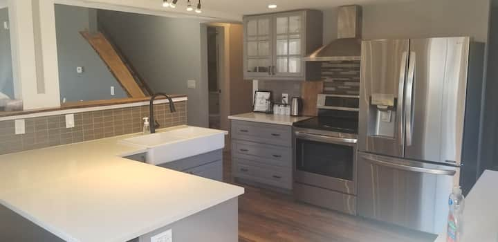 Newly renovated home, a short walk to city centre