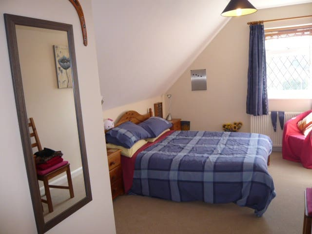Comfortable double,lovely bathroom - Shefford - Bed & Breakfast