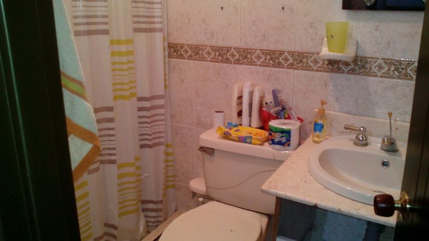 Habitacion privada con baño, Wifi