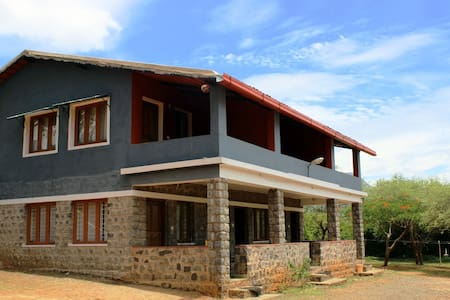 Quadruple occupancy at an erstwhile hunting lodge - Nilgiris - Bed & Breakfast