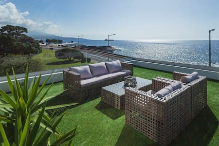 Luxury Seafront House in marina