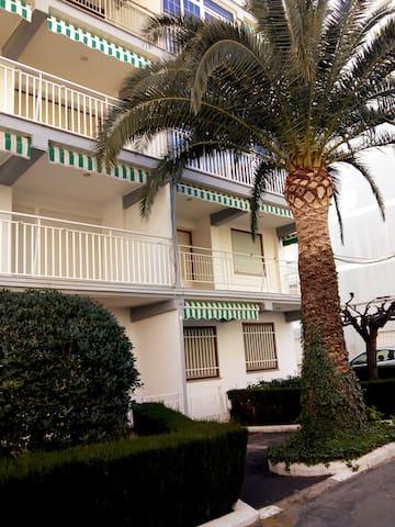 Прекрасные апартаменты в 100м от пляжа