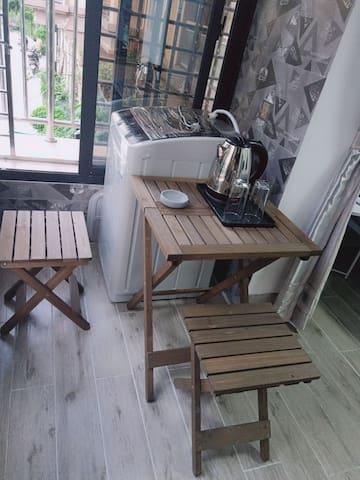 周舍-简约1居室带阳台,厨房,独立卫生间,动车站斜对面