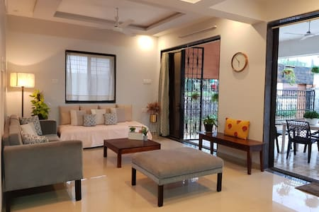 Newly Renovated Modern 2BHK apartment with Garden