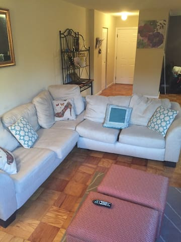 Free Parking in cozy SW DC, minutes from Downtown