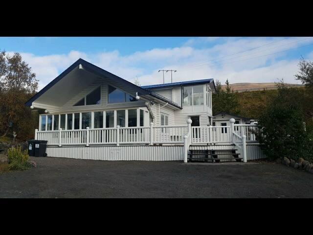 Leifsstaðarbrúnir 13-Grand summer house Room 1