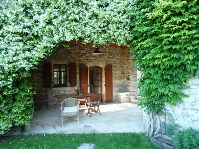 Grande maison non mitoyenne  dans hameau - Viviers - Haus