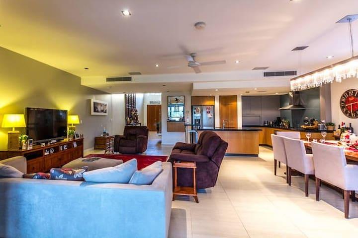 Resort style golf luxury Home - Sanctuary Cove - Hope Island - Townhouse
