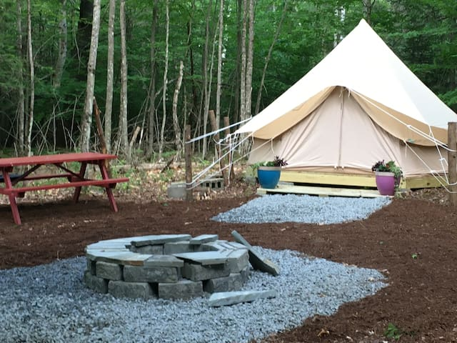 """Charming Bell Tent """"Glampsite"""" in the Woods"""