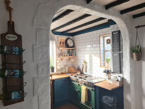 Old Road Cottage. Pet Friendly. Outdoors. Beaches.