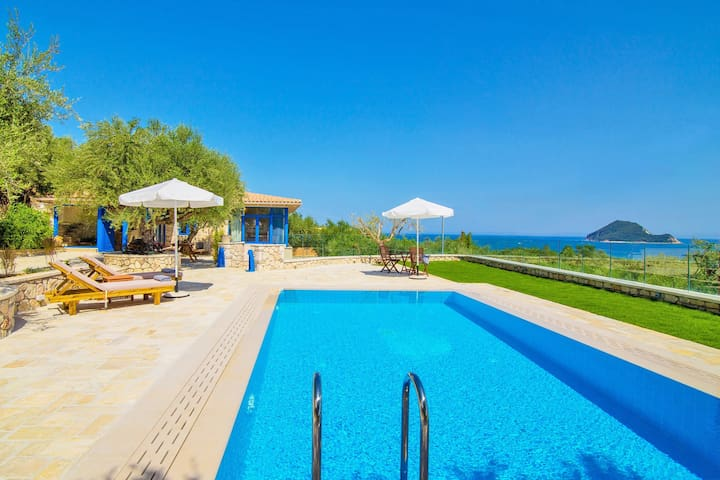 Villa Vakis, 3 bedroom villa with amazing view!