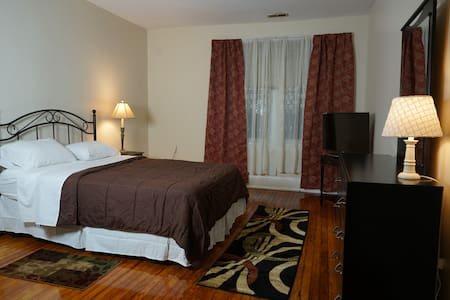 Cozy Private Room 5 min Drive Near DT Sport Center