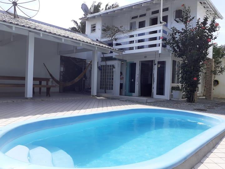 Casa inteira perto do Beto Carrero e praias