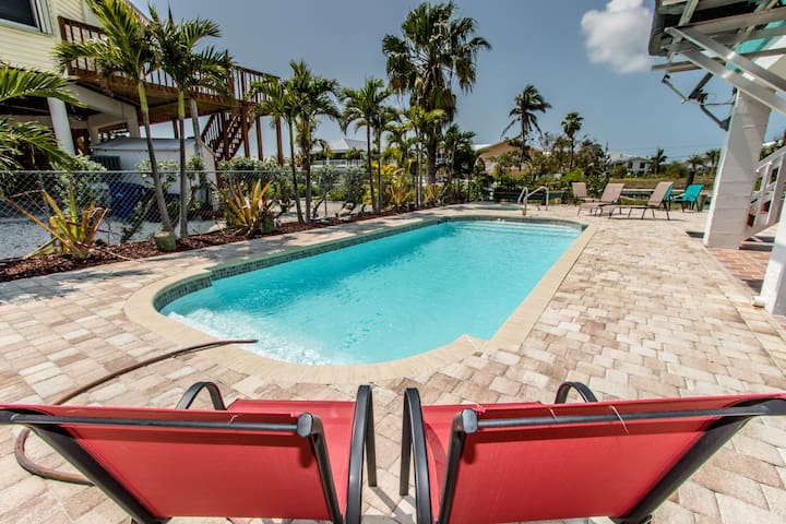 Sun of a Beach 7bed/5bath with private pool, hot tub & dockage