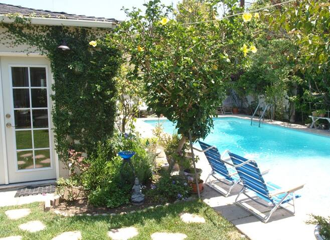 Renovated 1BR Culver City Cottage w/Pool & Garden! - Culver City - Chalet