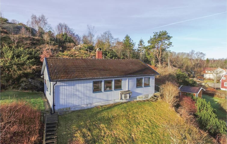 Holiday cottage with 2 bedrooms on 67 m² in Ellös