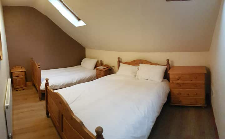 Áras GCC - Double Room with shared bathroom