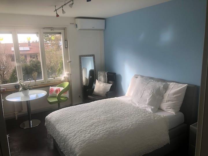 Hübsches Zimmer mit eigenem Badezimmer!