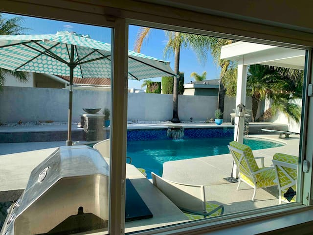 OC modern heated pool/billiards 5miles to ALL fun!