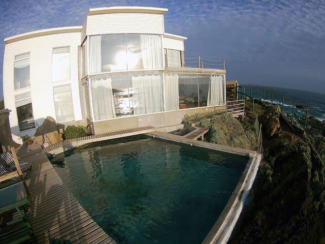 Lindas casas vista al mar y casa de Pablo Neruda