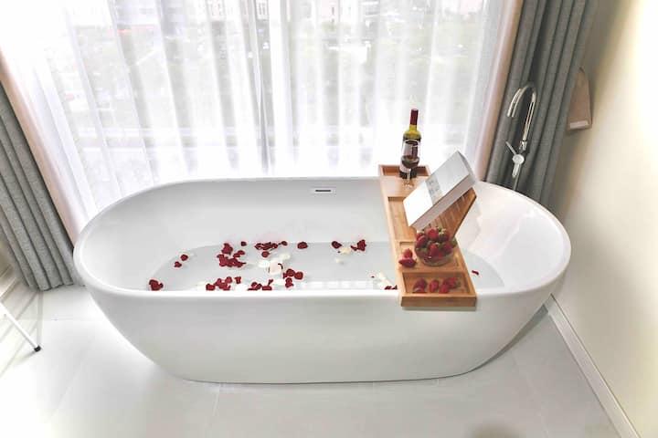 【逸栖·静沐】民宿海底捞  免费口罩手套 落地玻璃 双人浴缸 VIP投影 海昌海洋公园 滴水湖 东海