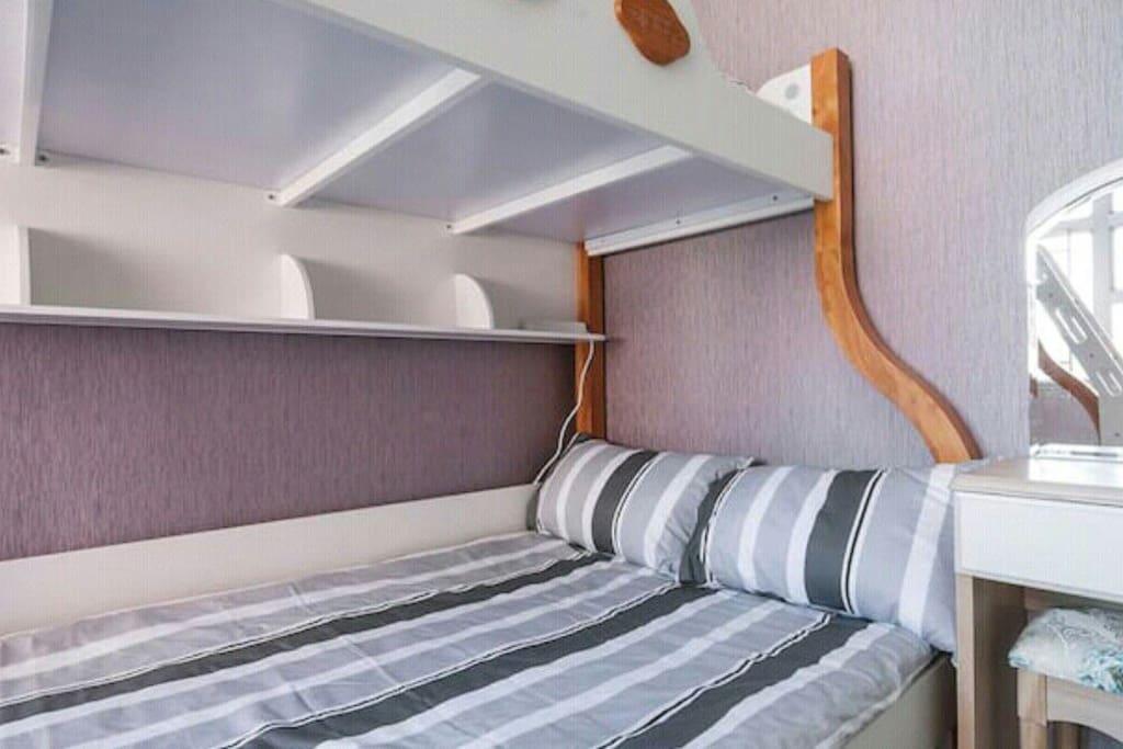 舒適、整齊的1.2大床。