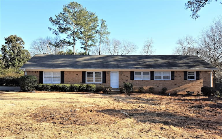 4BR West Athens Home, Convenient to Downtown!