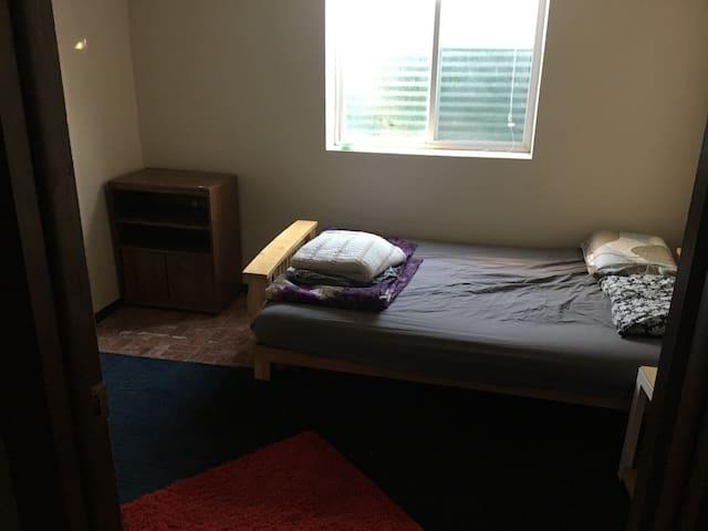 Private room, close to campus, quiet neighborhood