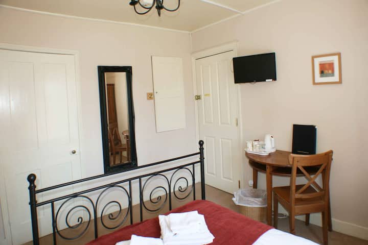 Room 1 - 1 Park Row Guest House