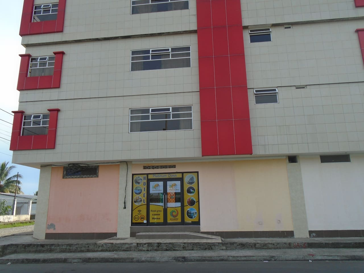 Vista principal del Hotel Platinum Class