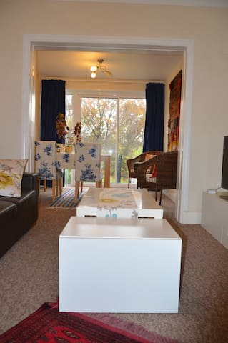 Value, cosy and quiet bunglow in Mill hill !