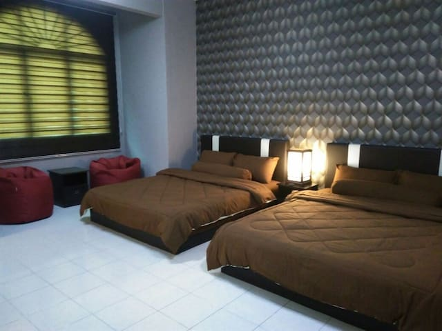 Private 2Q&1BA (4 pax) with pantry  / 15mins KLIA - Sepang - Hus