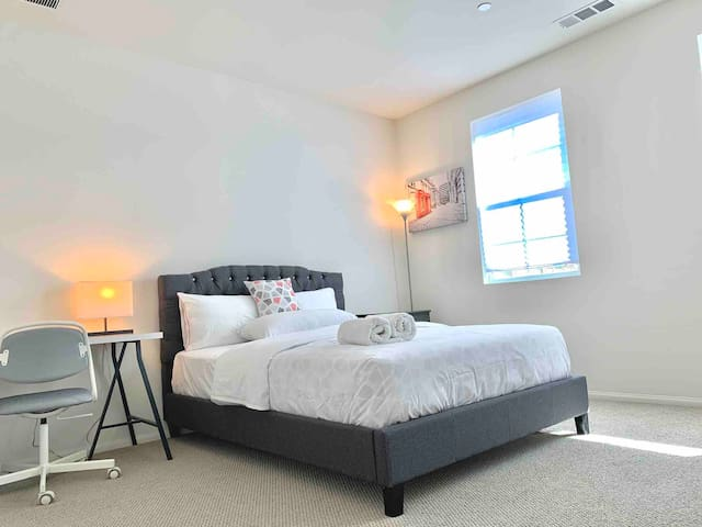 Private Master Bedroom in Brand New Townhouse
