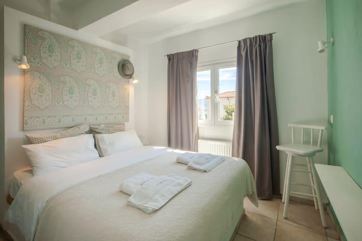 Alterra Vita: Apartment with garden, N.Marmaras