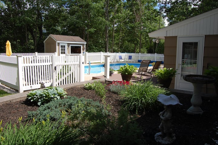 Best of Both Worlds!  Pool, hot tub, beaches close