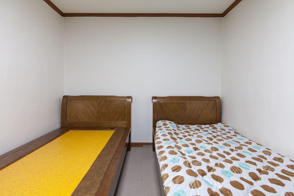 Room for 2 perseons : Korean Ondol yellow cray bed