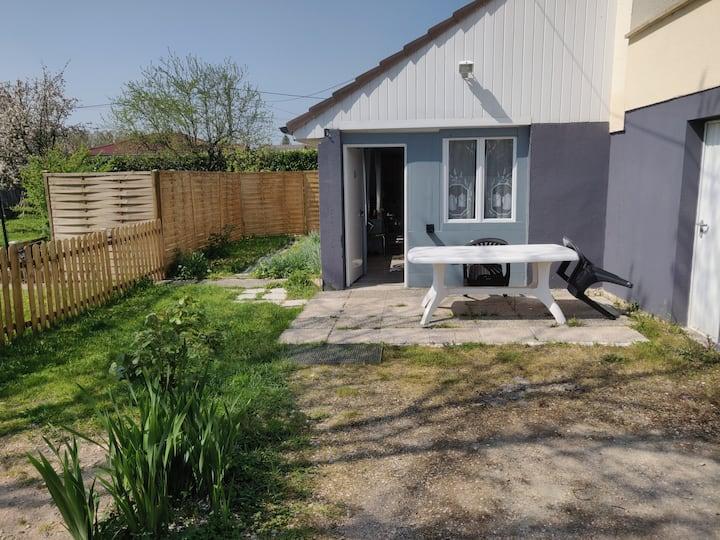 Maisonnette avec jardin privatif