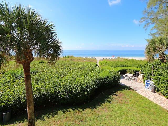 Beach Castle #4: 2 BR / 2 BA Resort on Longboat Key by RVA, Sleeps 6