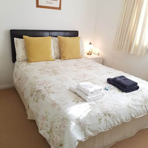 Bright Double Room in Family Home