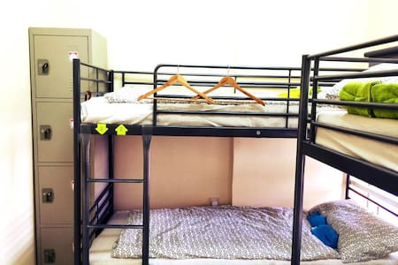 Bed in 10-bed Male Dormitory room. Near the sea! - Abu Dhabi - Schlafsaal