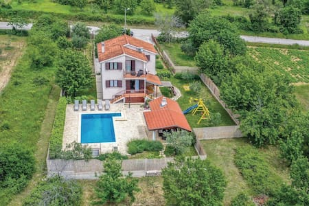 Holiday cottage with 4 bedrooms on 113m² in Katuni