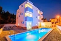 ST11 Villa Podstrana for 25 people