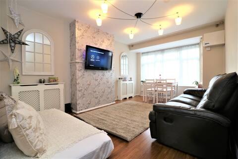 Two bedroom Apt near Heathrow Airport