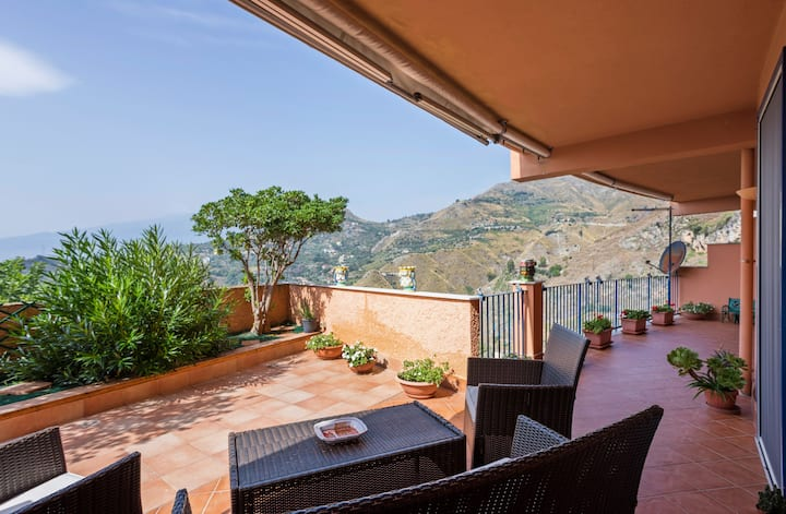 Taormina Apartment with Panoramic View