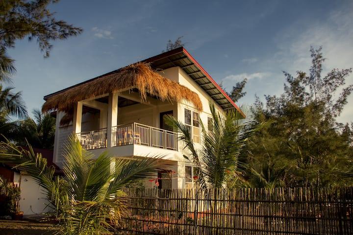 Rey's Shore Penthouse - PDM Beach Resort