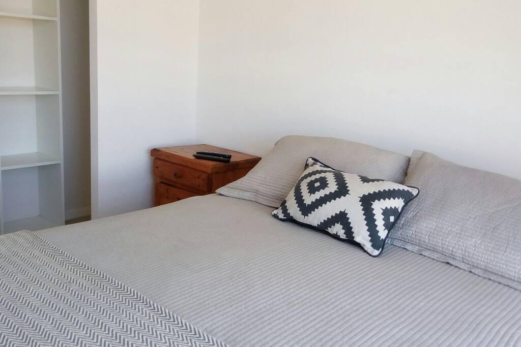 Comodo y acogedor dormitorio principal, Tv cable, wifi