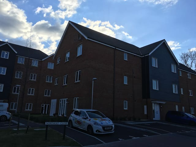 New, Modern, 2 bedroom apartment - Farnborough - Leilighet