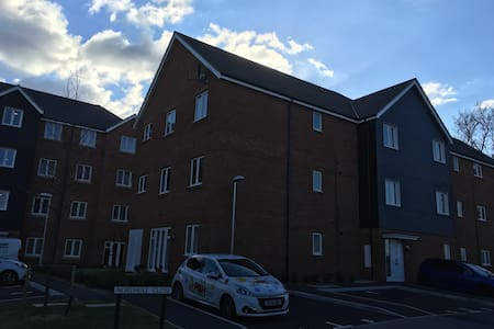 New, Modern, 2 bedroom apartment - Farnborough